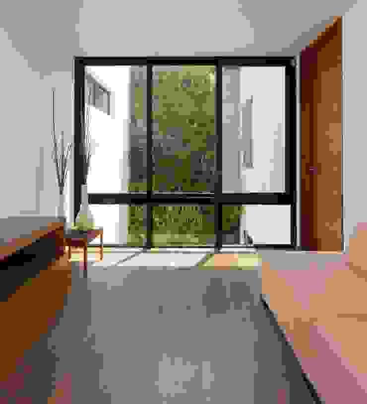 Moderne Wohnzimmer von LGZ Taller de arquitectura Modern Holzwerkstoff Transparent