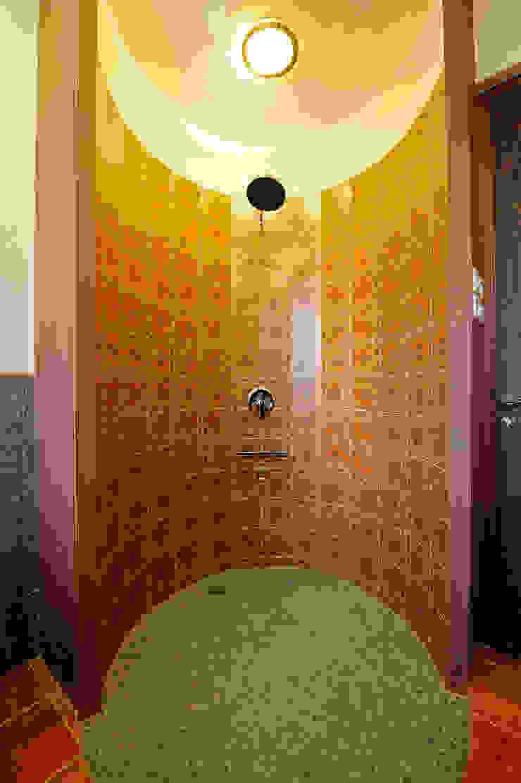 Lonavla Bungalow JAYESH SHAH ARCHITECTS Asian style bathroom