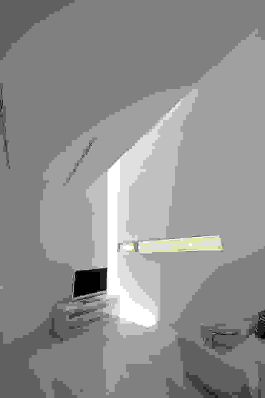 K邸 モダンデザインの リビング の 株式会社岡部克哉建築設計事務所 モダン
