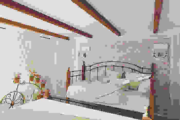 Прованс в загородном доме Спальня в стиле кантри от Алёна Демшинова Кантри Дерево Эффект древесины