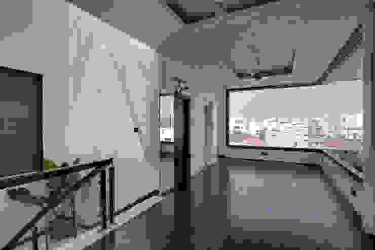 Covered Terrace Modern balcony, veranda & terrace by KREATIVE HOUSE Modern Engineered Wood Transparent