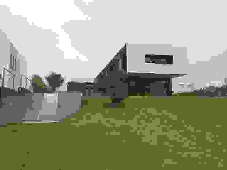 CASA AAB Jardines modernos de STAHLBETON DESIGN Moderno