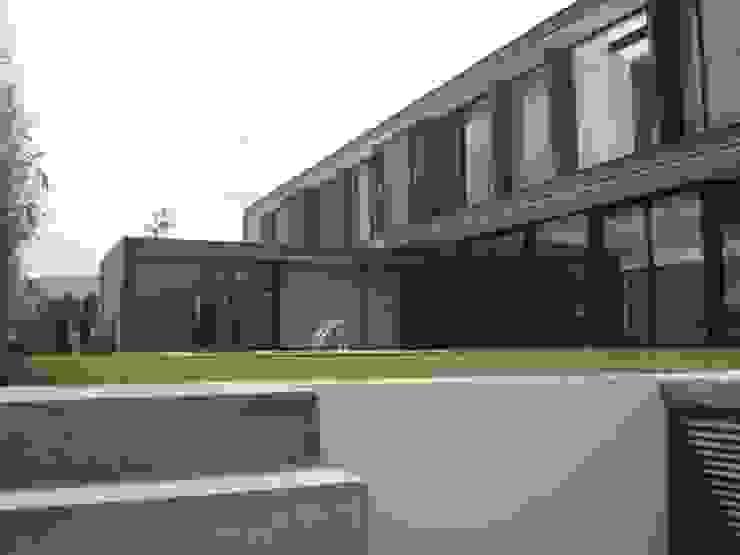Piscinas de estilo moderno de STAHLBETON DESIGN Moderno