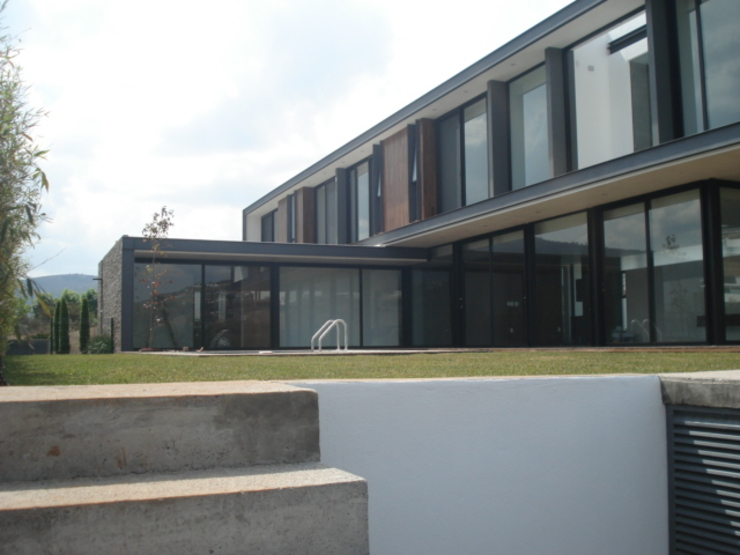 CASA AAB Albercas modernas de STAHLBETON DESIGN Moderno