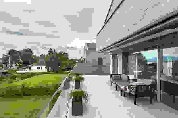 Baltina House Giardino moderno di studiodonizelli Moderno
