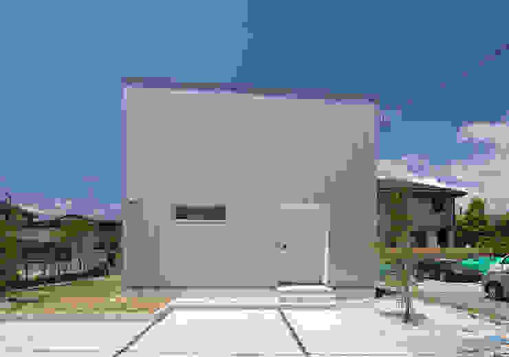 Maisons modernes par 株式会社ブレッツァ・アーキテクツ Moderne