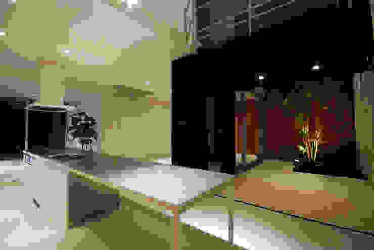 Modern Dining Room by 株式会社ブレッツァ・アーキテクツ Modern