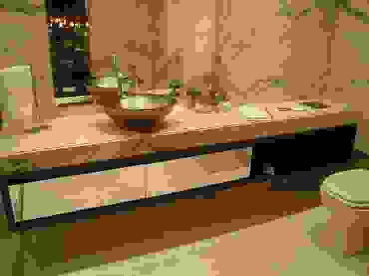 Mostra Casa Nova 2007 Banheiros clássicos por ANNA MAYA ARQUITETURA E ARTE Clássico Mármore