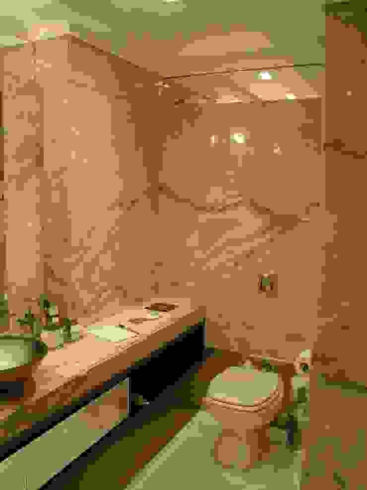 Mostra Casa Nova 2007 Banheiros clássicos por ANNA MAYA ARQUITETURA E ARTE Clássico Vidro