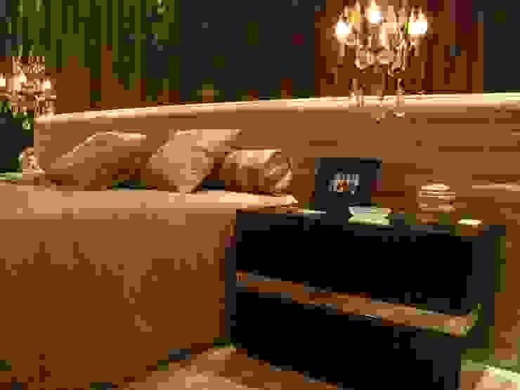 Mostra Casa Nova 2007 Quartos clássicos por ANNA MAYA ARQUITETURA E ARTE Clássico Têxtil Ambar/dourado