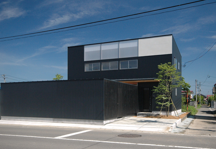 Casas de estilo asiático de 株式会社ブレッツァ・アーキテクツ Asiático
