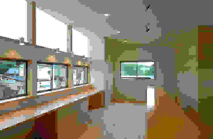 Oficinas de estilo asiático de 株式会社ブレッツァ・アーキテクツ Asiático