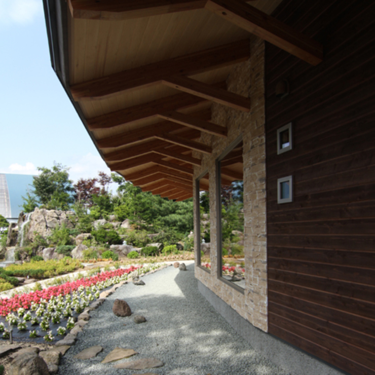 Rustic style houses by 関建築設計室 / SEKI ARCHITECTURE & DESIGN ROOM Rustic