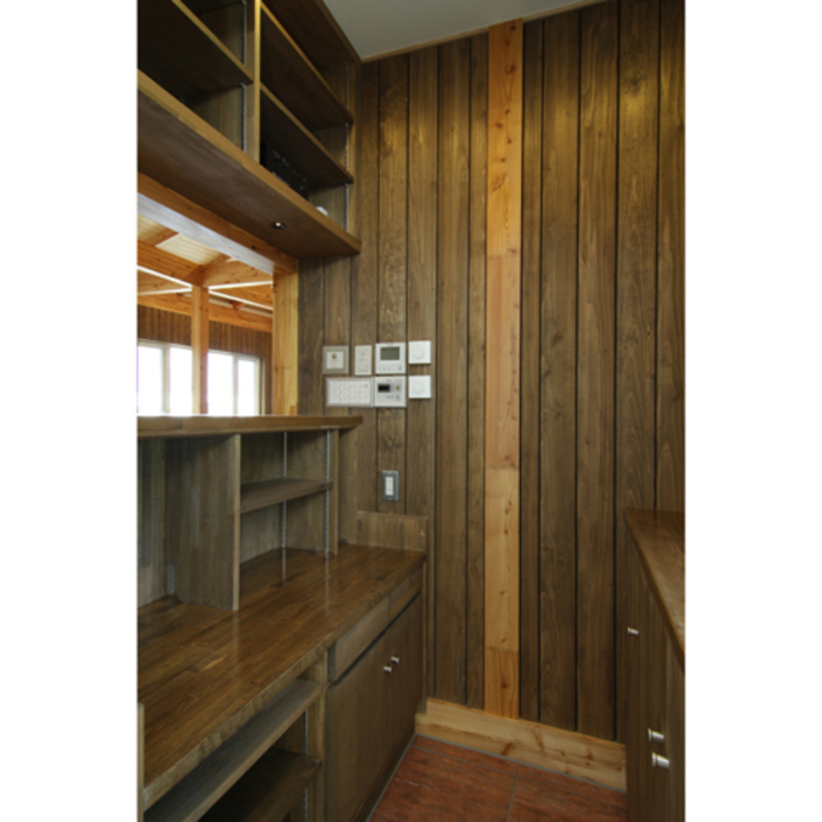 Rustic style windows & doors by 関建築設計室 / SEKI ARCHITECTURE & DESIGN ROOM Rustic
