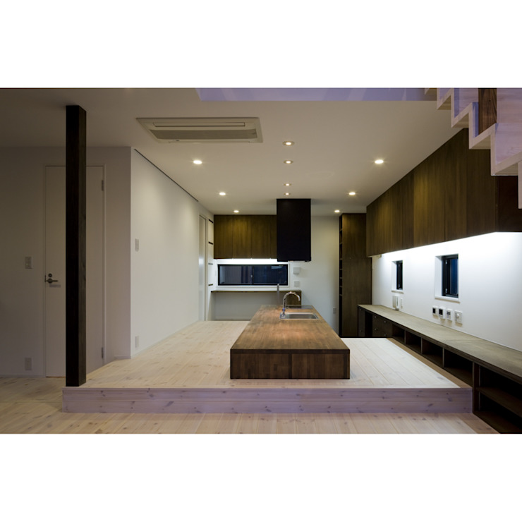 Modern Dining Room by 関建築設計室 / SEKI ARCHITECTURE & DESIGN ROOM Modern