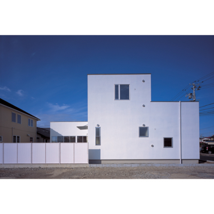 Modern houses by 関建築設計室 / SEKI ARCHITECTURE & DESIGN ROOM Modern