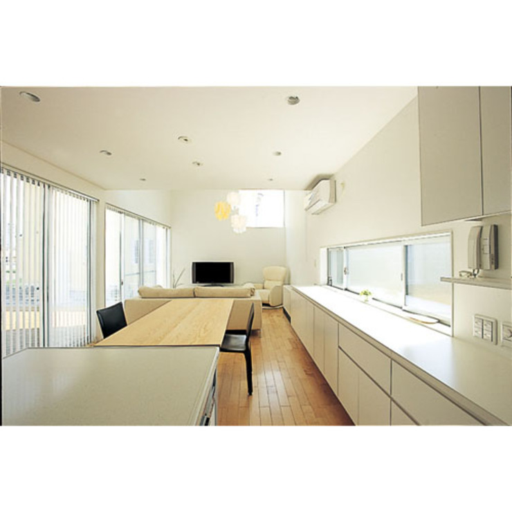 Modern kitchen by 関建築設計室 / SEKI ARCHITECTURE & DESIGN ROOM Modern