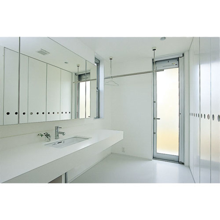 Modern bathroom by 関建築設計室 / SEKI ARCHITECTURE & DESIGN ROOM Modern