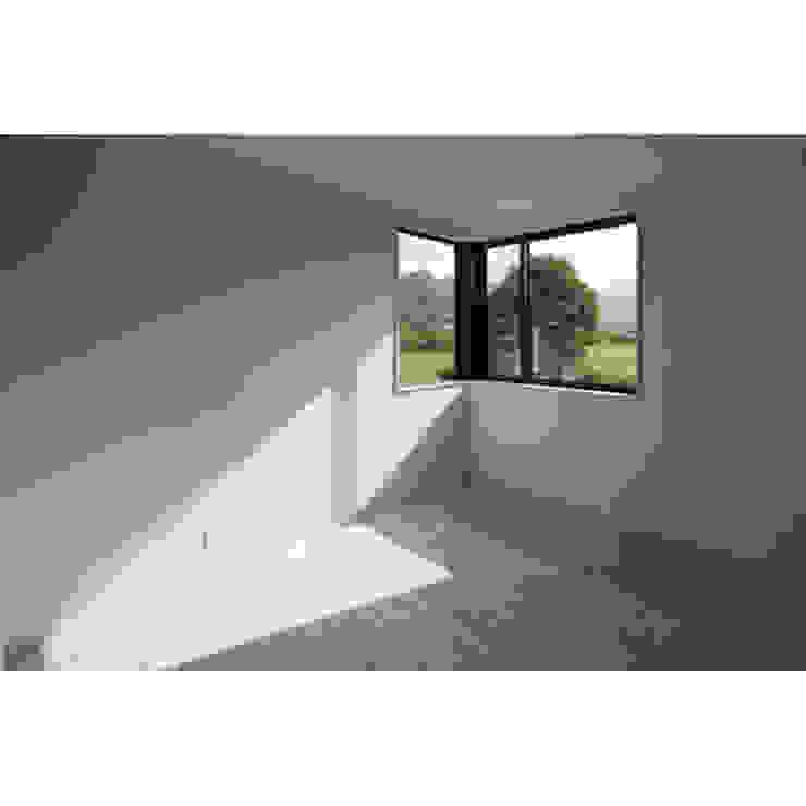 Modern Bedroom by 関建築設計室 / SEKI ARCHITECTURE & DESIGN ROOM Modern