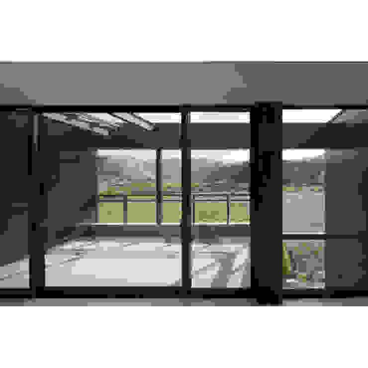 Modern Windows and Doors by 関建築設計室 / SEKI ARCHITECTURE & DESIGN ROOM Modern