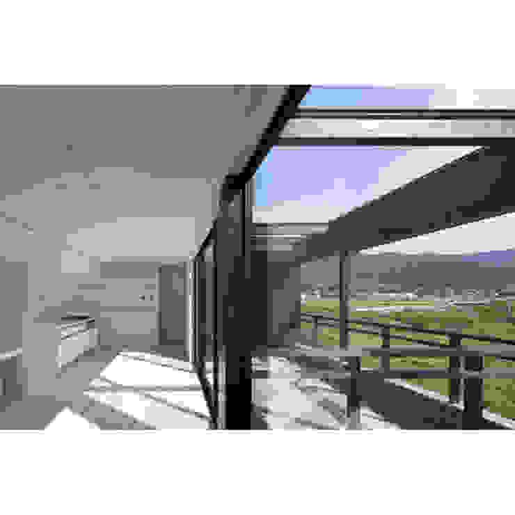 Modern Living Room by 関建築設計室 / SEKI ARCHITECTURE & DESIGN ROOM Modern