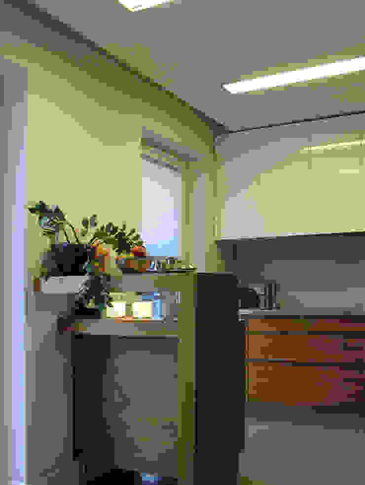 Mieszkanie dla pary z dzieckiem, 67m2, Gdańsk Nowoczesna kuchnia od Studio Projektowania doMIKOart Nowoczesny