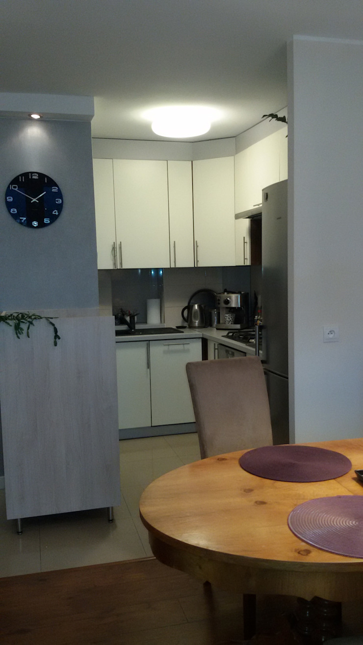Mieszkanie pary emerytów, lifting w bloku z lat 60, dwupokojowe z ciemną kuchnią, 37m2, Sopo Nowoczesna jadalnia od Studio Projektowania doMIKOart Nowoczesny