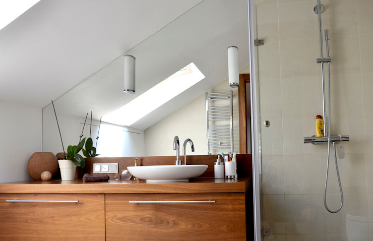 Modern bathroom by PIKSTUDIO Modern