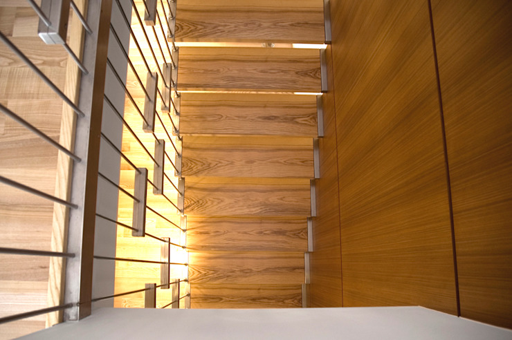 dom w makowie mazowieckim Nowoczesny korytarz, przedpokój i schody od PIKSTUDIO Nowoczesny
