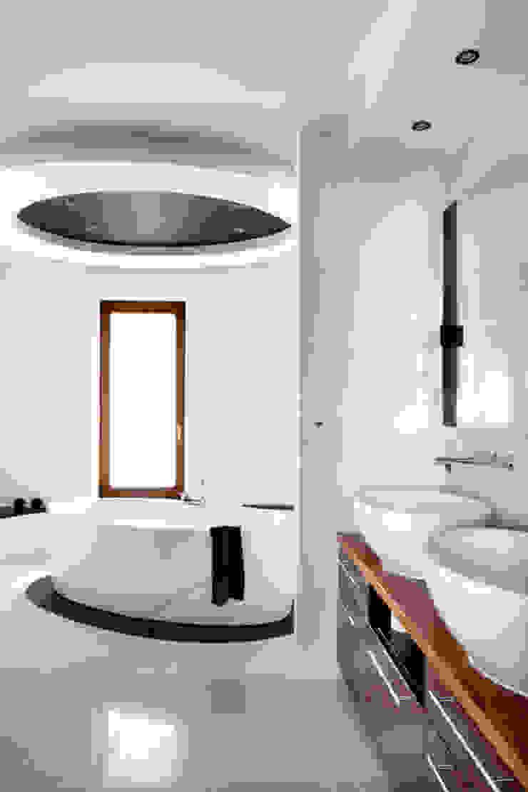 dom w makowie mazowieckim Nowoczesna łazienka od PIKSTUDIO Nowoczesny