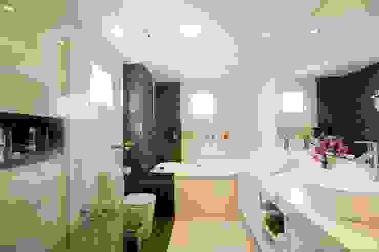 Modern bathroom by ProArq Brasil Modern Marble