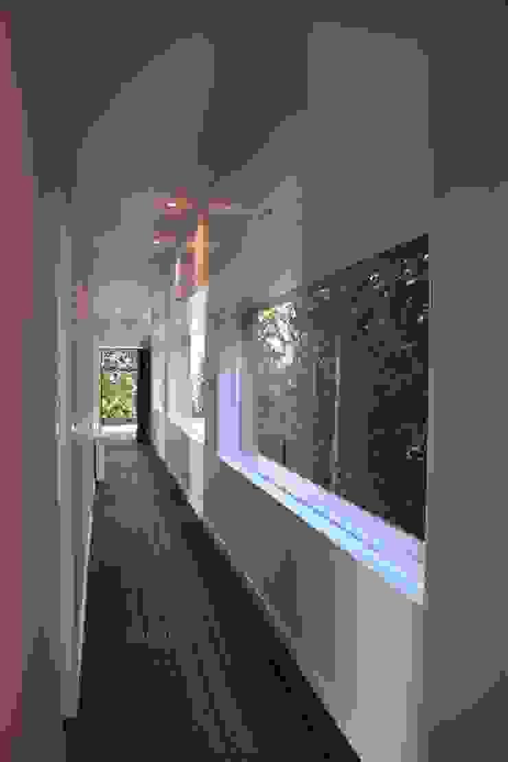 Casa de Campo em Barcelos Corredores, halls e escadas ecléticos por 3H _ Hugo Igrejas Arquitectos, Lda Eclético