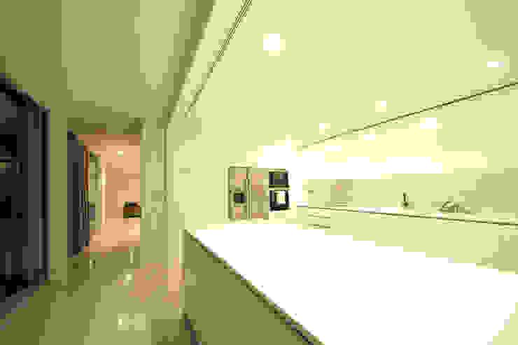 Casa em Carapeços Cozinhas minimalistas por 3H _ Hugo Igrejas Arquitectos, Lda Minimalista