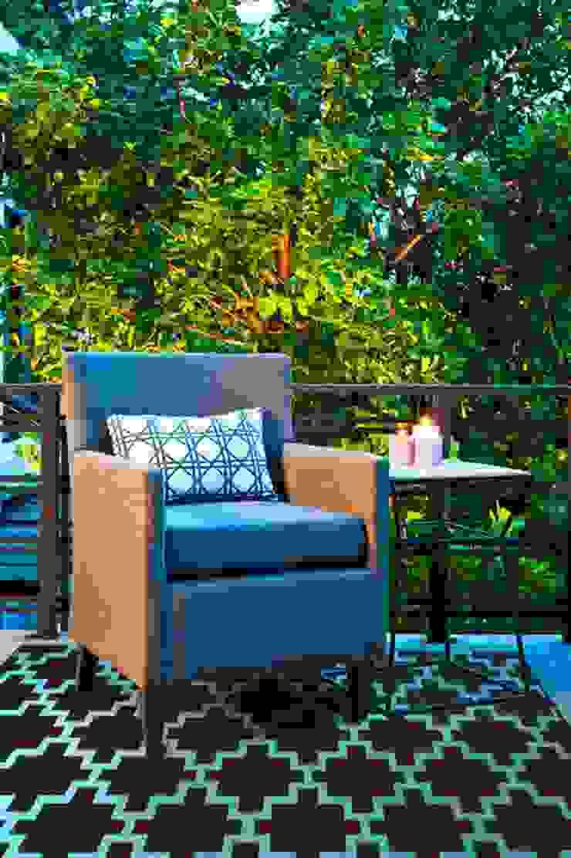 Chestnut brown plastic outdoor rug: modern  by Green Decore, Modern Plastic