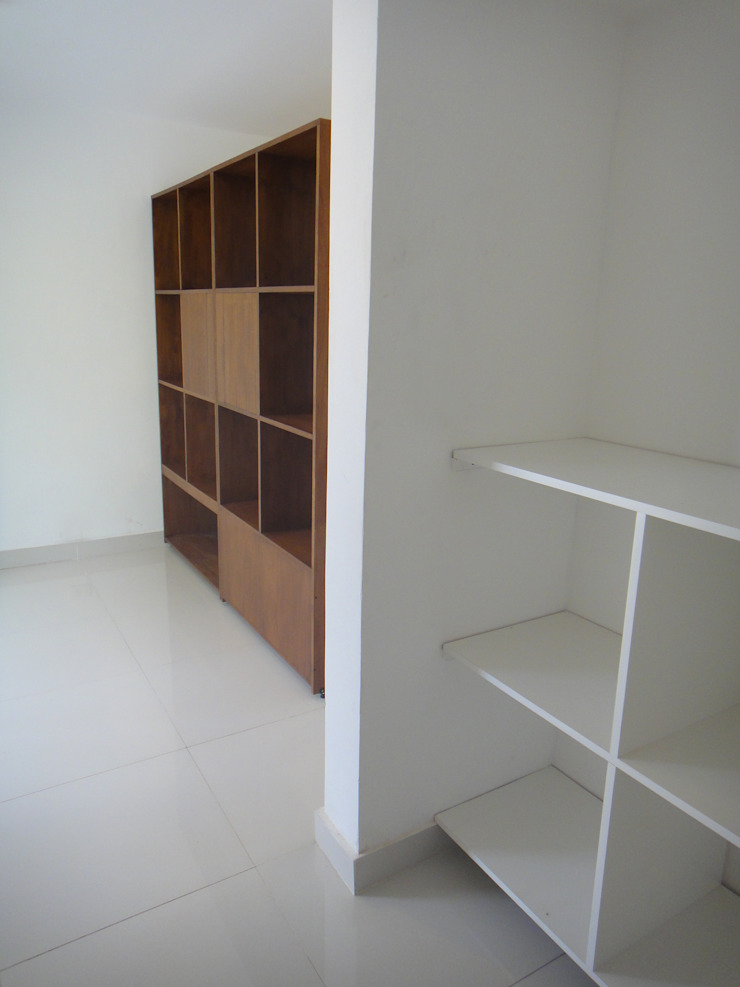 Modern dressing room by jose m zamora ARQ Modern