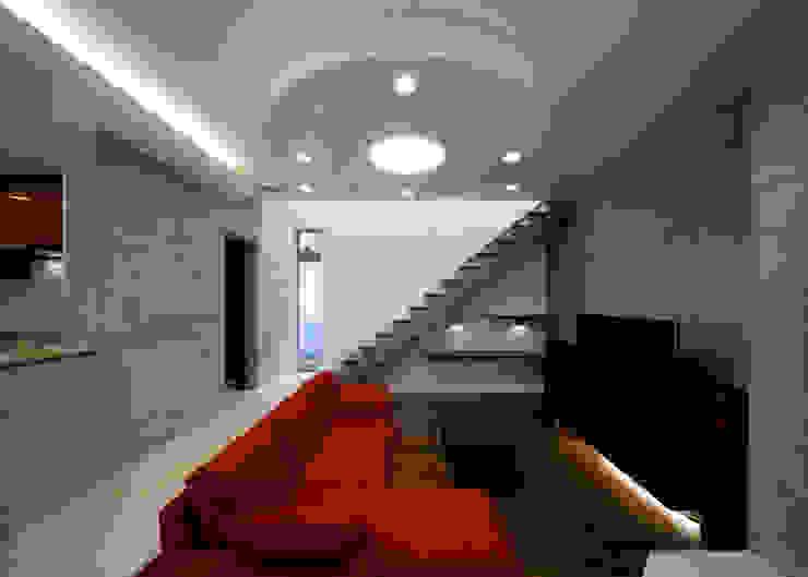 リビング階段 モダンデザインの リビング の 本田建築設計事務所 モダン