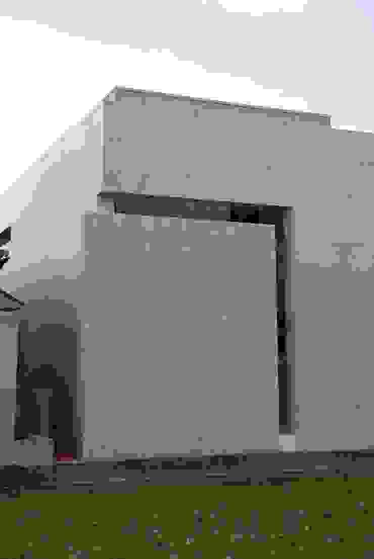 外観スリット モダンな 家 の 本田建築設計事務所 モダン
