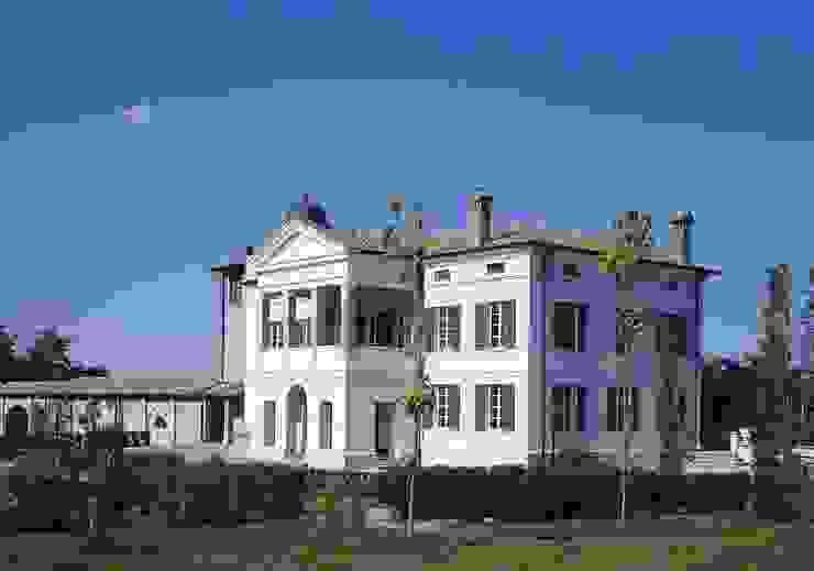 Casas de estilo  por Andrea Pacciani Architetto