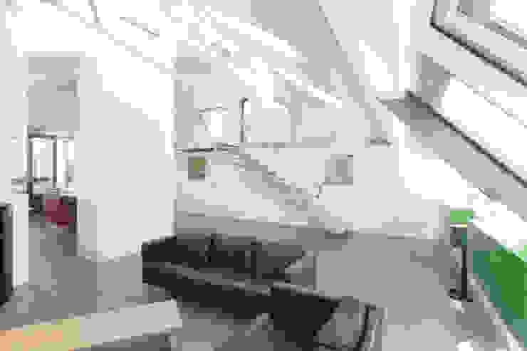 Salas de estilo moderno de ATELIER WIENZEILE Tintscheff ZT-KG Moderno