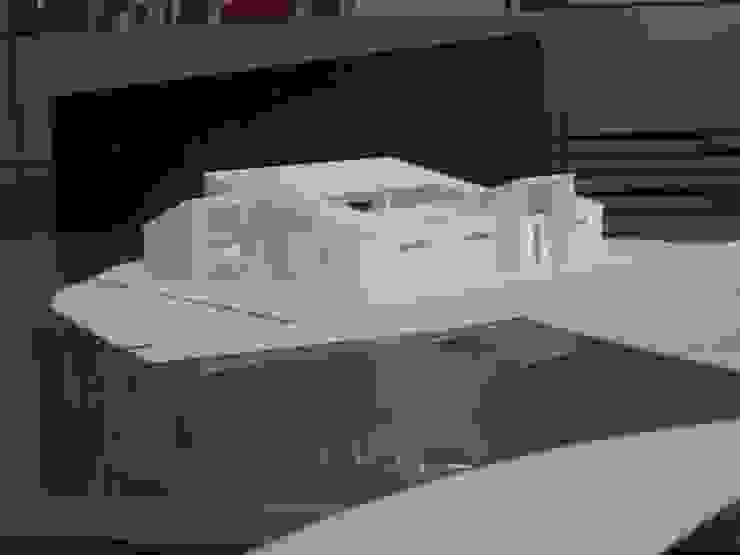 都市の中のコテージ「癒せる木造りの家」 モダンな 家 の 草木義博 Kukan Design Works Inc. モダン