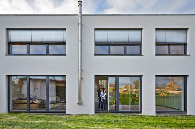 Minimalist houses by hilzinger GmbH - Fenster + Türen Minimalist