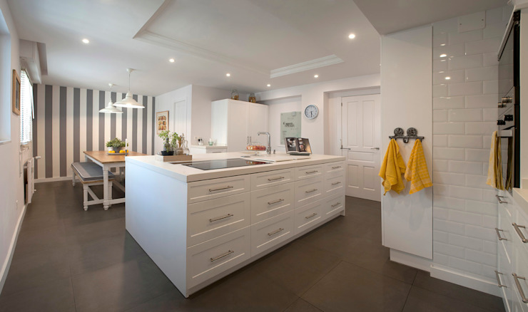 Klasyczna kuchnia od Gumuzio&MIGOYA arquitectura e interiorismo Klasyczny