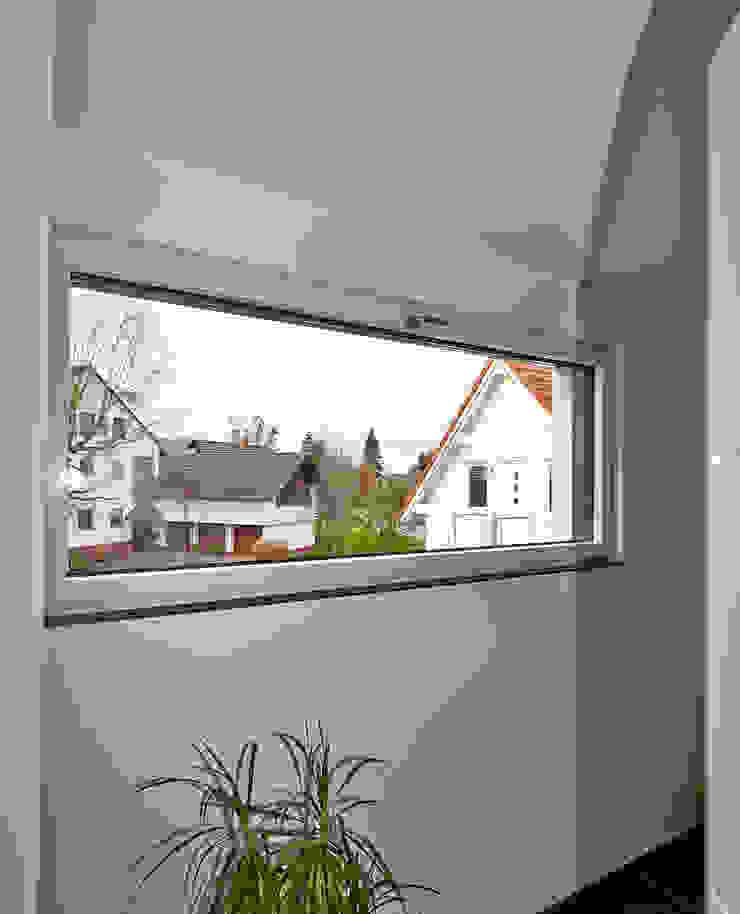 Minimalist corridor, hallway & stairs by hilzinger GmbH - Fenster + Türen Minimalist