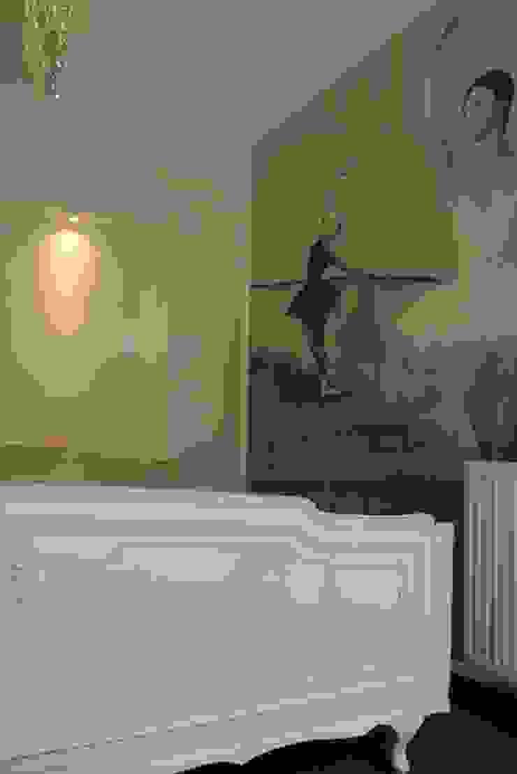 dom pod lasem Nowoczesna sypialnia od Julia Domagała wnętrza Nowoczesny