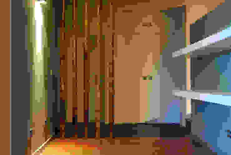 Corridor & hallway by Teresa Pinto Ribeiro | Arquitectura & Interiores,