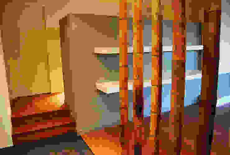 Pasillos, vestíbulos y escaleras de estilo moderno de Teresa Pinto Ribeiro | Arquitectura & Interiores Moderno