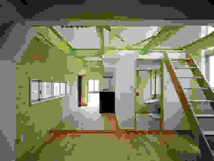 M house モダンデザインの リビング の 有限会社 空間計画研究所・佐藤万芳 モダン