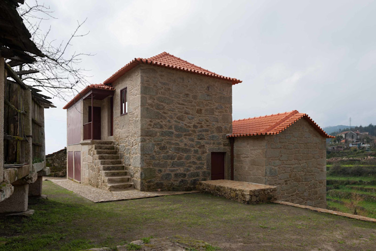 Country style house by André Eduardo Tavares Arquitecto Country