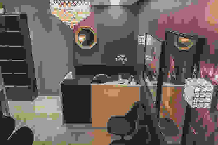 Consultório Ginecologico - Recepção Escritórios modernos por Vanessa Mondin _Arquitetura e Interiores Moderno Madeira Efeito de madeira