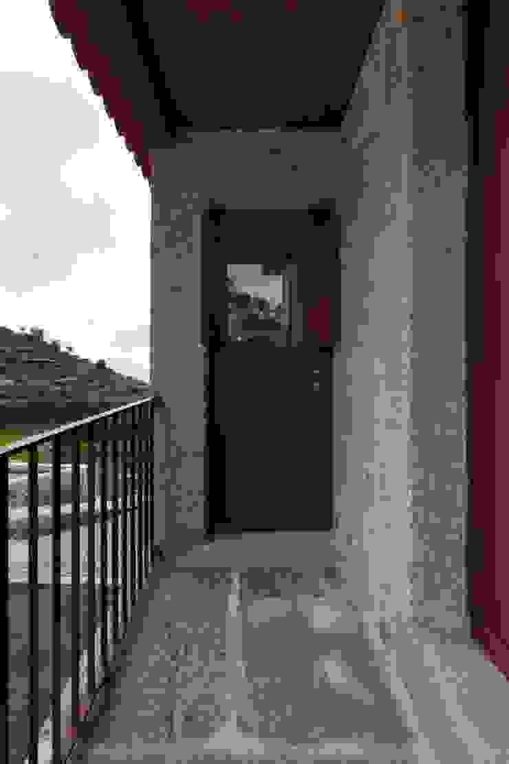 Casa de Campo na Aldeia da Felgueira Janelas e portas campestres por André Eduardo Tavares Arquitecto Campestre